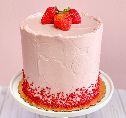 Strawberry-Dream-Cake-By-Sweet-Traders